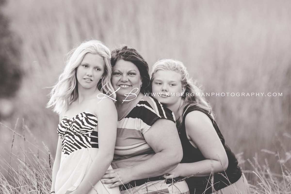 Mother-daughter-outdoor-location-portraits - Beautiful glamour portrait by Logan City Portrait Photographer, Kerry Bergman