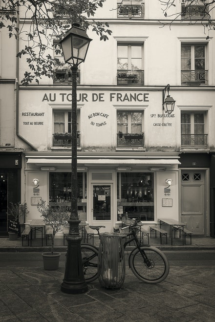 172 - Paris -3rd - 19-10-16-1063-Edit - A very French Cafe
