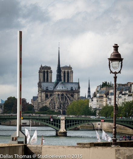 A familiar sight along the Seine - 9709